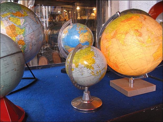 Golden Globes: Marché Paul Bert, Clignancourt Flea Market