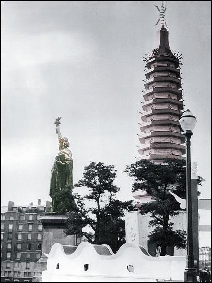 LA STATUE DE LA LIBERTÉ, ÎLE DES CYGNES, PARIS, 1940