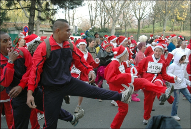 Pre-race warm-up at La Corrida de Noël d'Issy-Les-Moulineaux (Photograph by Roger Manley)