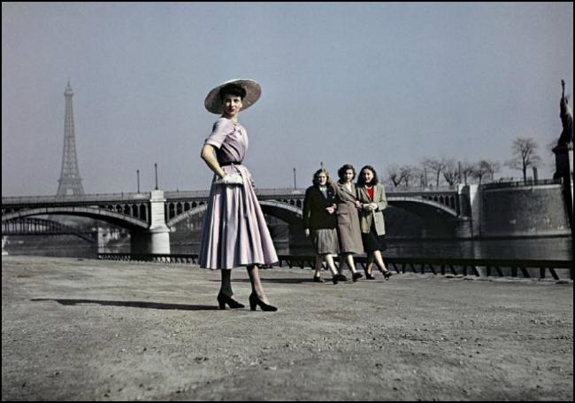 "DIOR'S ""NEW LOOK"" AND LA STATUE DE LA LIBERTÉ, ÎLE DES CYGNES, BY COMBAT PHOTOGRAPHER ROBERT CAPA, PARIS, 1948"