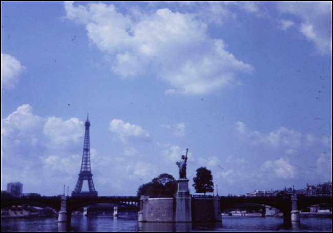LA STATUE DE LA LIBERTÉ, PONT DE GRENELLE, ÎLE DES CYGNES, PARIS, 1965 (Image: T. Brack's archives)