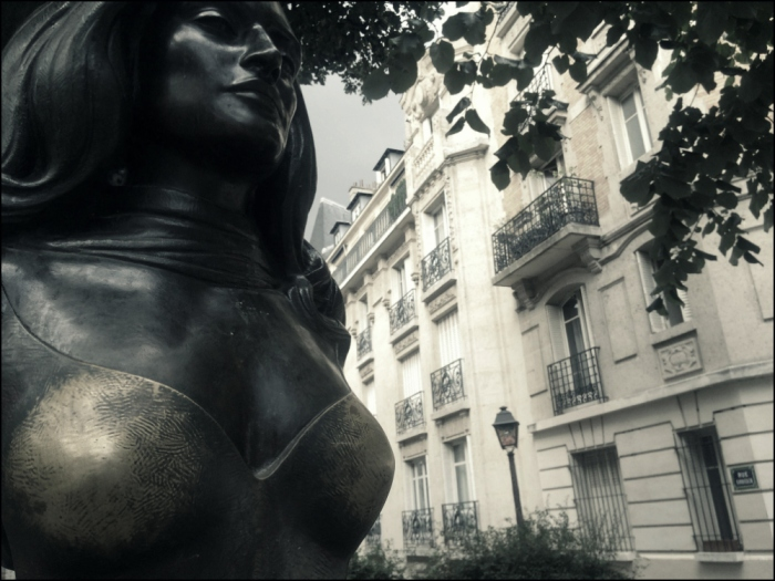 Dalida is at the junction of rues Girardon and Abreuvoir (BUST BY PINUP ARTIST ALAIN)