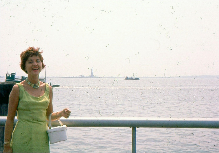 Striking a pose: Photo-Op with Lady Liberty, New York, New York (Image: T. Brack's archives, 1960s)
