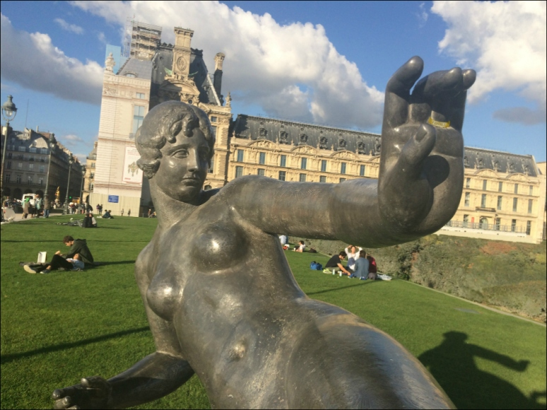 Never underestimate the power of a good old-fashioned Air Bath, Aristide Maillol's l'Air, Tuileries (Photograph by T. Brack)