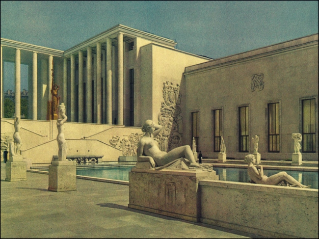Let's be like more like Mary, and let it all hang out on the terrace at the Musée d'Art Moderne (Image: T. Brack's archives, 1937)