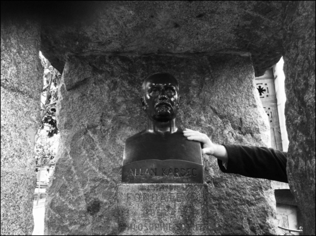 I'M A BELIEVER: CALLING ALLAN KARDEC AT THE CIMETIÈRE DU PÈRE-LACHAISE (Photo by T. Brack)