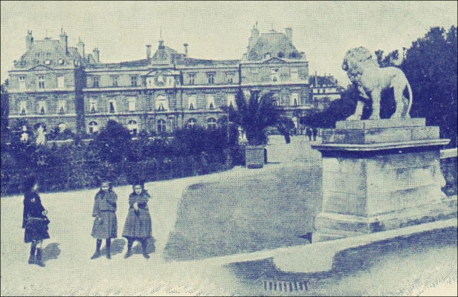 Twin Talk: A cat's meow of a backdrop for a photo-op, 1905 (Our Lion pal was commissioned by architect architect Pierre-Thomas Baraguay in 1813)