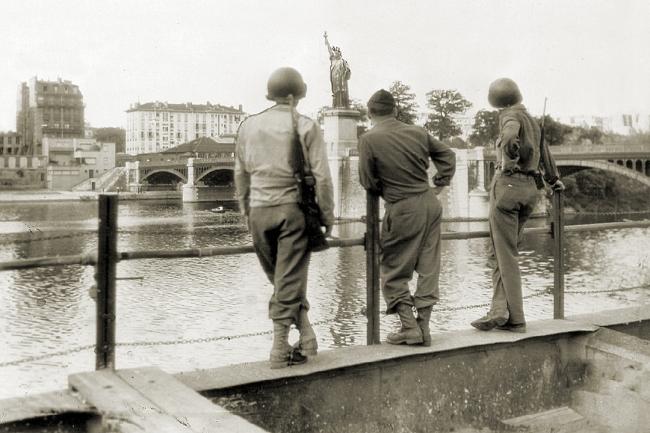 La Statue de la Liberté, Pont de Grenelle, Paris, September 1, 1944 (Image: Theadora Brack's archives)