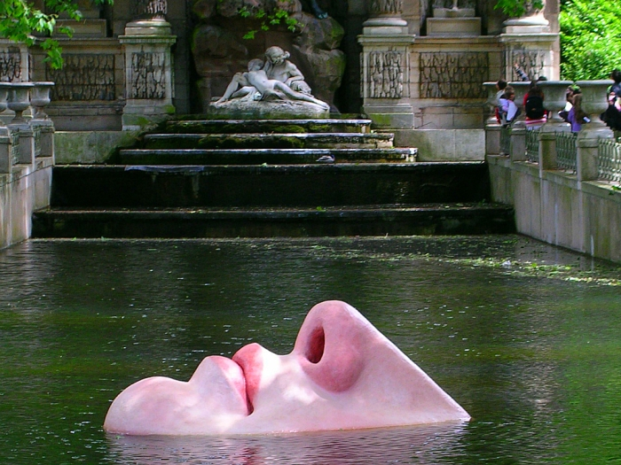 Venus Mobile by Lotta Hannerz, Médici Fountain, Jardin du Luxembourg (Photo by Theadora Brack)