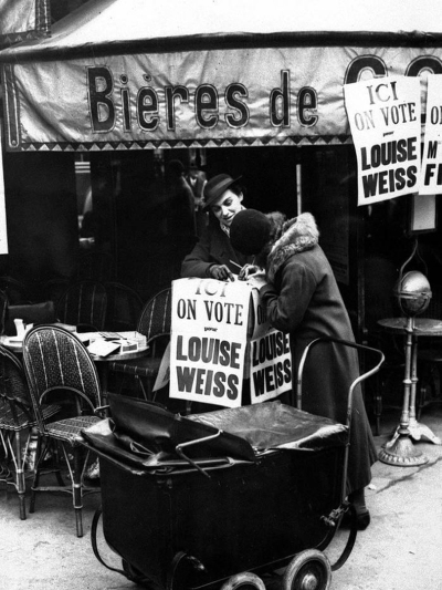 "Let's pedal push it up to Montmartre—Louise's old ""fight for the right to vote"" stomping ground (Image: Bibliothèque Nationale de France)"
