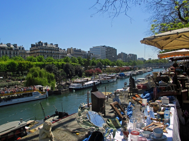 Scattered around Paris are temporary brocantes and vide-greniers, Le Salon Antiquité Brocante (Photo by Theadora Brack)